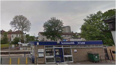 Scotstounhill station