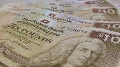 Gambling addict jailed for daring bank scam
