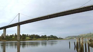 Erskine Bridge: Traffic disrupted by gas leak,