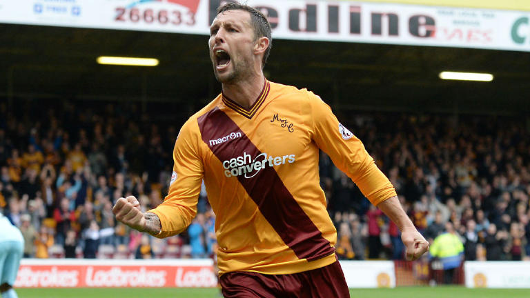 Scott McDonald signs one-year deal with Dundee United