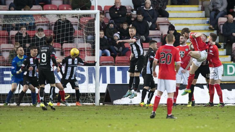 St Mirren strike back at Dunfermline to claim valuable point