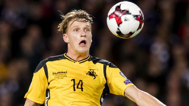 Hibernian sign Juventus midfielder on three-year deal