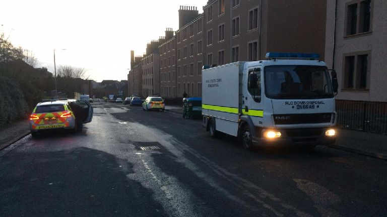 Street on lockdown and residents evacuated in bomb