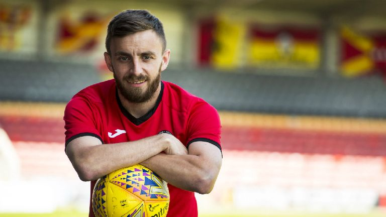 Livingston sign ex-Partick Thistle winger Steven Lawless