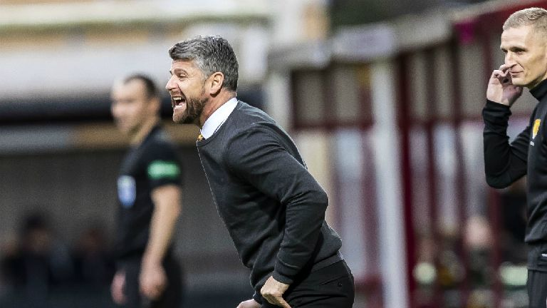Robinson challenges Motherwell players after late blow