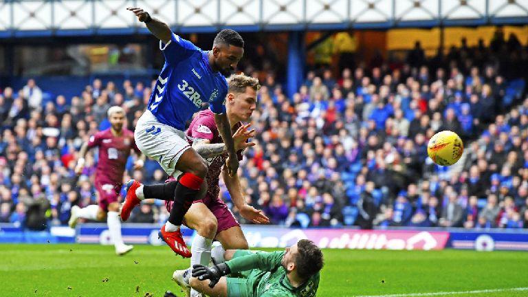 Premiership: Rangers held by Saints, Hibs beat Accies