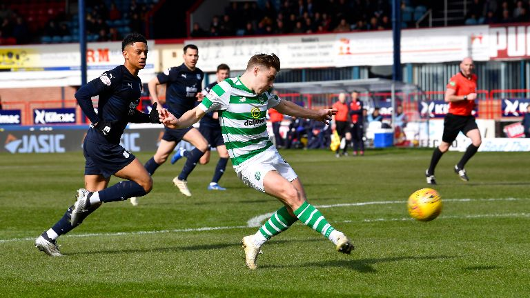 Celtic go ten clear after late winner against Dundee