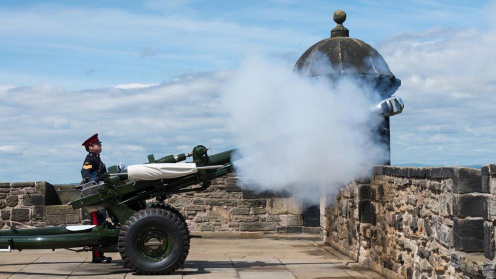 Edinburgh Castle Gun Fires
