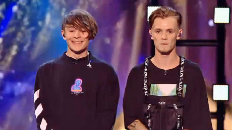 Bars and Melody perform 'Lighthouse'