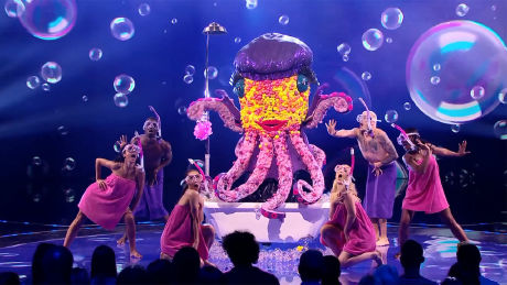 "The Octopus performs ""Splish Splash"""