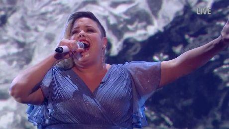 Hannah Williams performs 'Little Runaway'