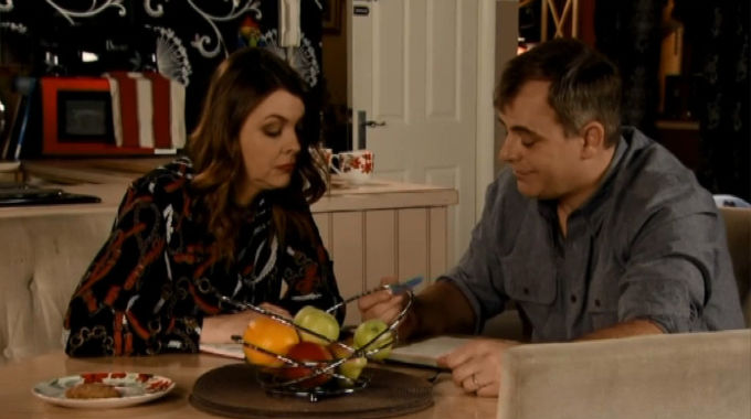 Coronation Street - Corrie (Fri, Jan 18th, 8:30pm): Steve and Tracy make a list of the pros and cons