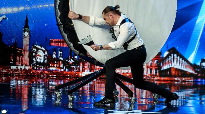 Britain's Got Talent - DANGER! Gomonov Knife Show throw 8 KNIVES at Simon Cowell